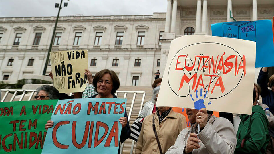 Portugal moves closer to legal euthanasia